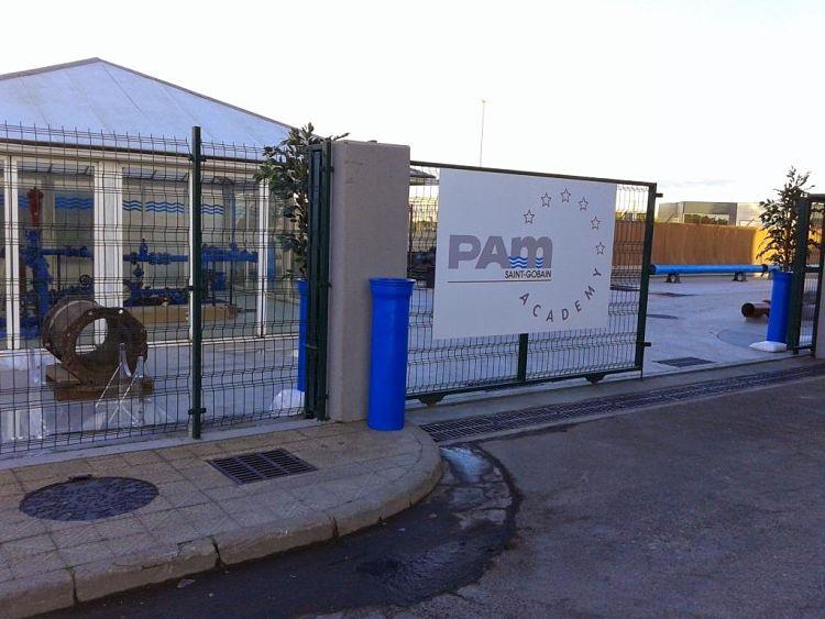 Entrada a Pam Academy en Santander
